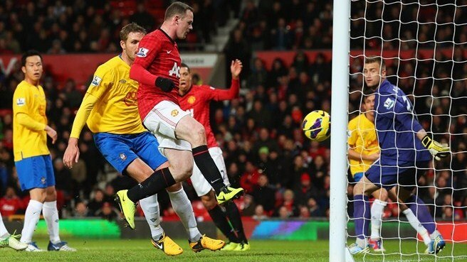 Rooney aumenta vantagem do United